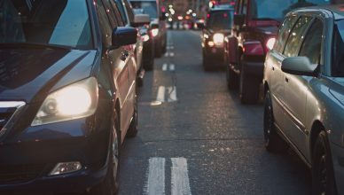 Commerce et mobilité à Bruxelles : la Région doit être plus ambitieuse